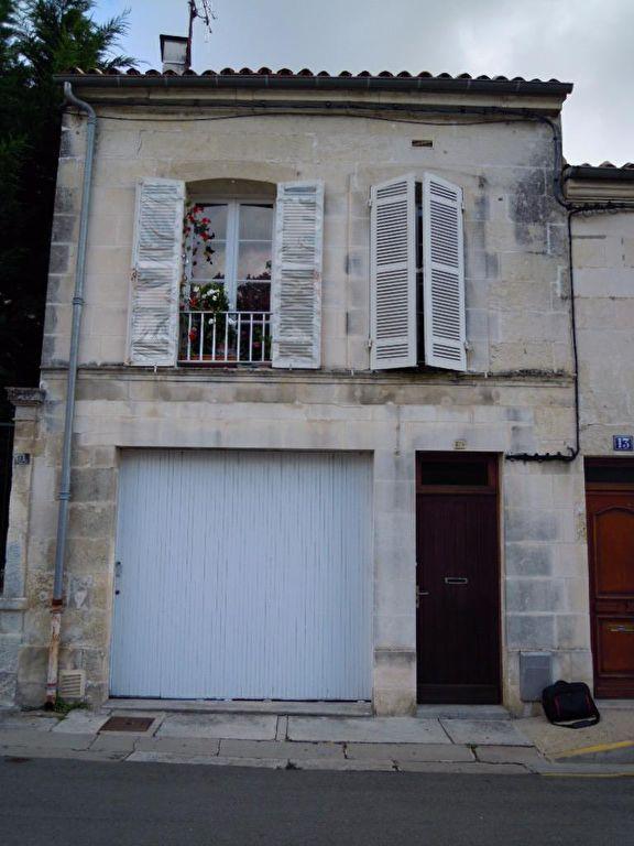Maison de Ville Saintes RG, 2 chambres, garage, balcon...