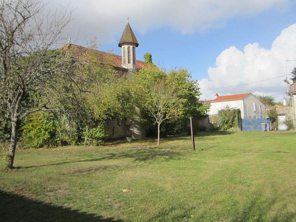A vendre PROCHE  de La Rochelle,maison pleine de charme de 210 m2....