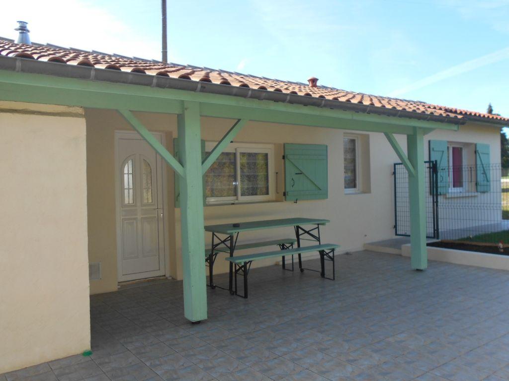 A vendre  maison de plain pied à moins 10 mn de Jonzac 4 pièce(s)