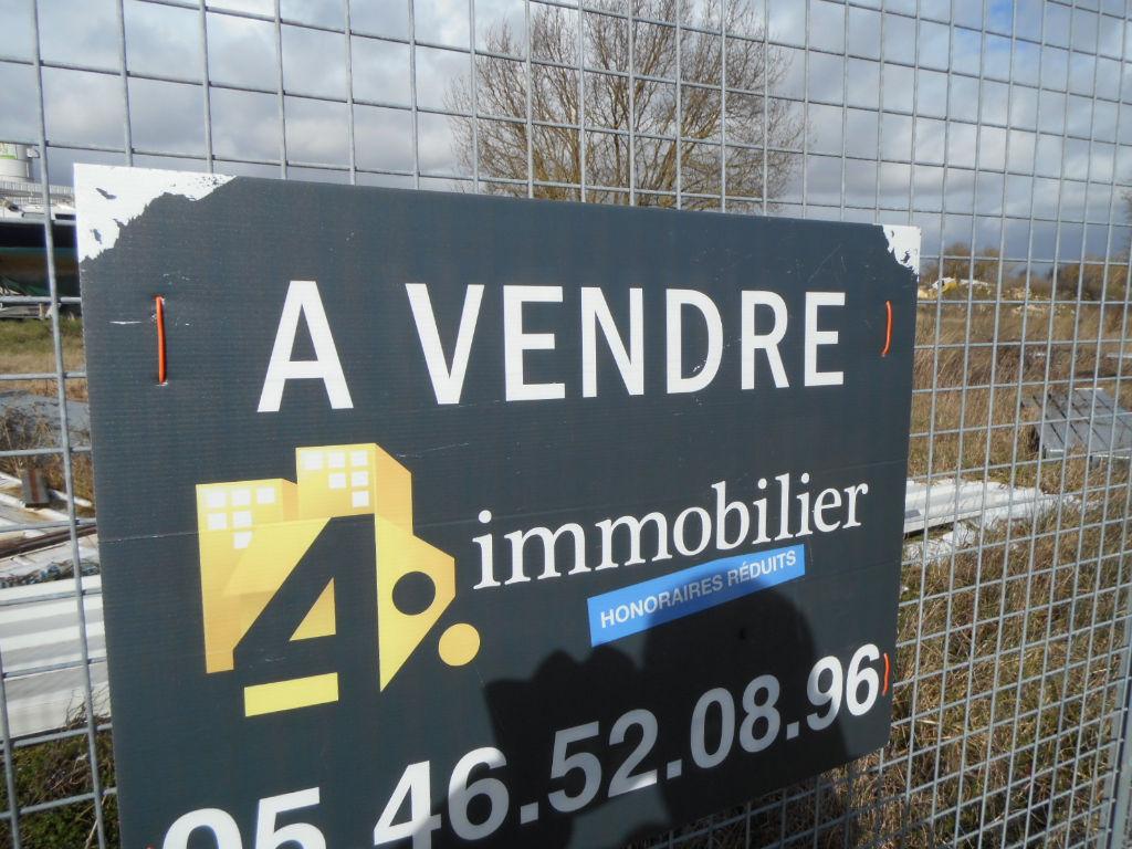 A VENDRE TERRAIN de 700 m2 à Construire en ZE, accès facile et à 5 kms de SAUJON  17600 )...