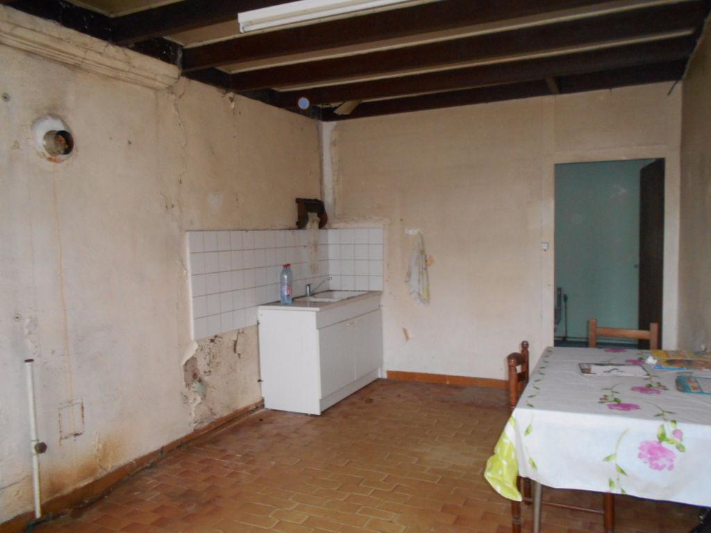 A vendre maison à rénover avec jolie potentiel, secteur Jonzac