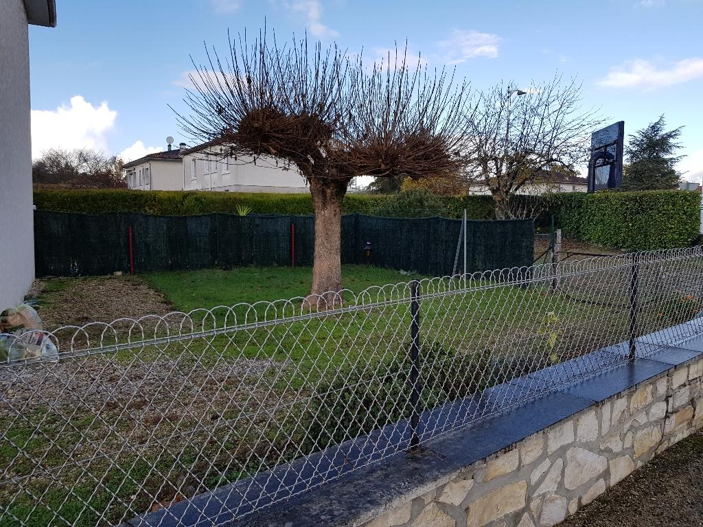 Maison Saint Yrieix Sur Charente comprenant 2 logements louer.