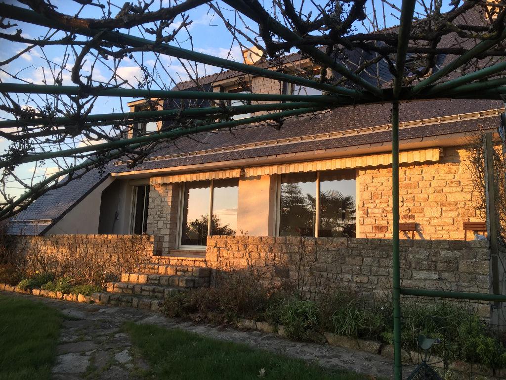 Maison Saint Nolff 7 pièce(s) 150 m2