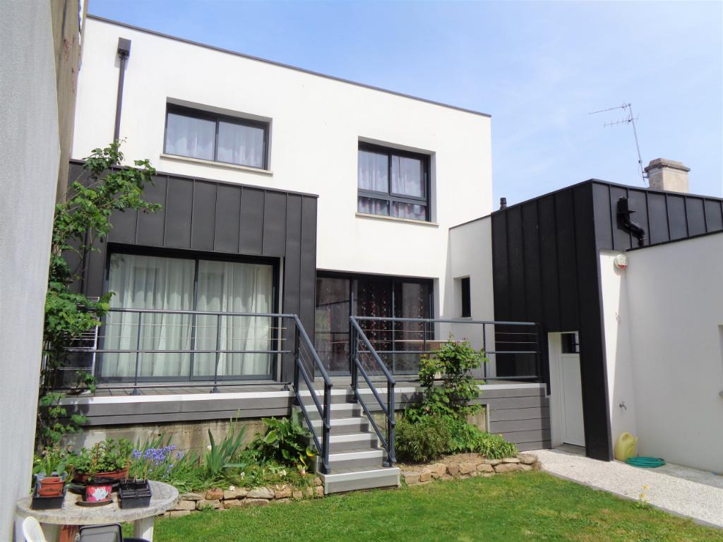 Maison Contemporaine 7 pièce(s) 160 m2 - Vannes - Quartier St Patern - Centre-ville à pied -