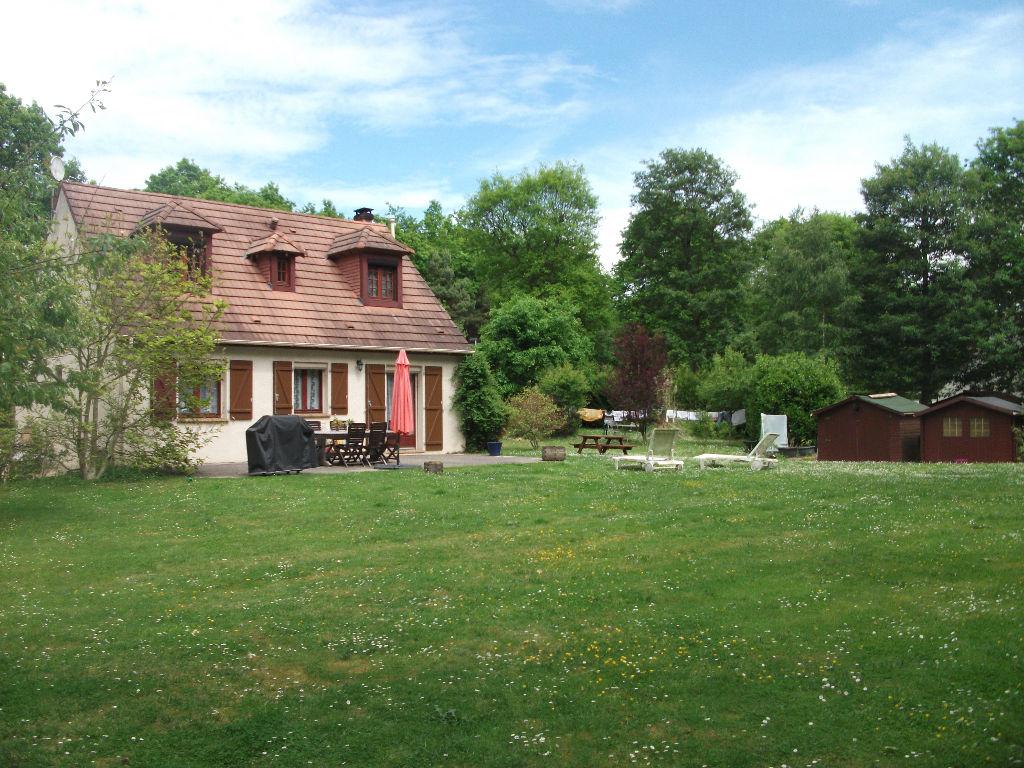 Maison traditionnelle dans un parc boisé de 4500m²
