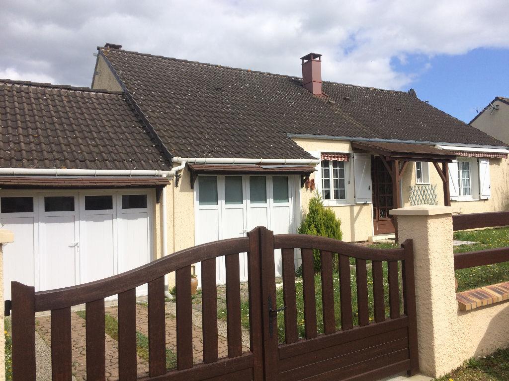ANET, Pavillon de plain pied avec double garage