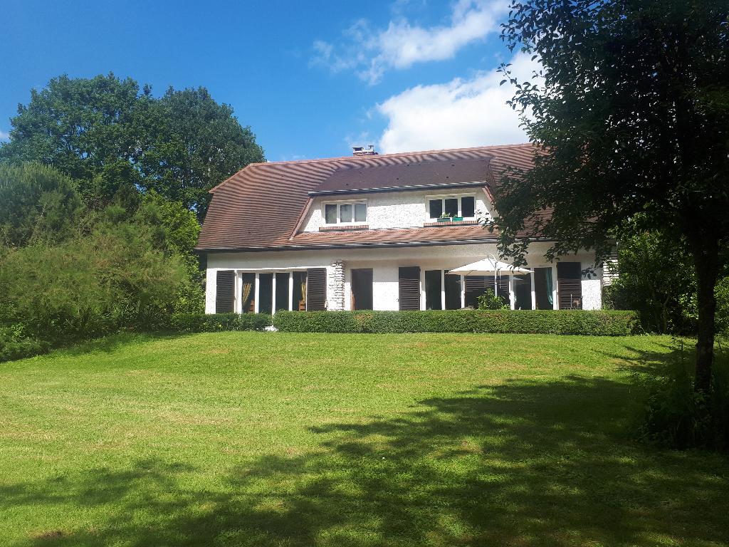 Proche Anet, maison Traditionnelle sur S/Sol complet