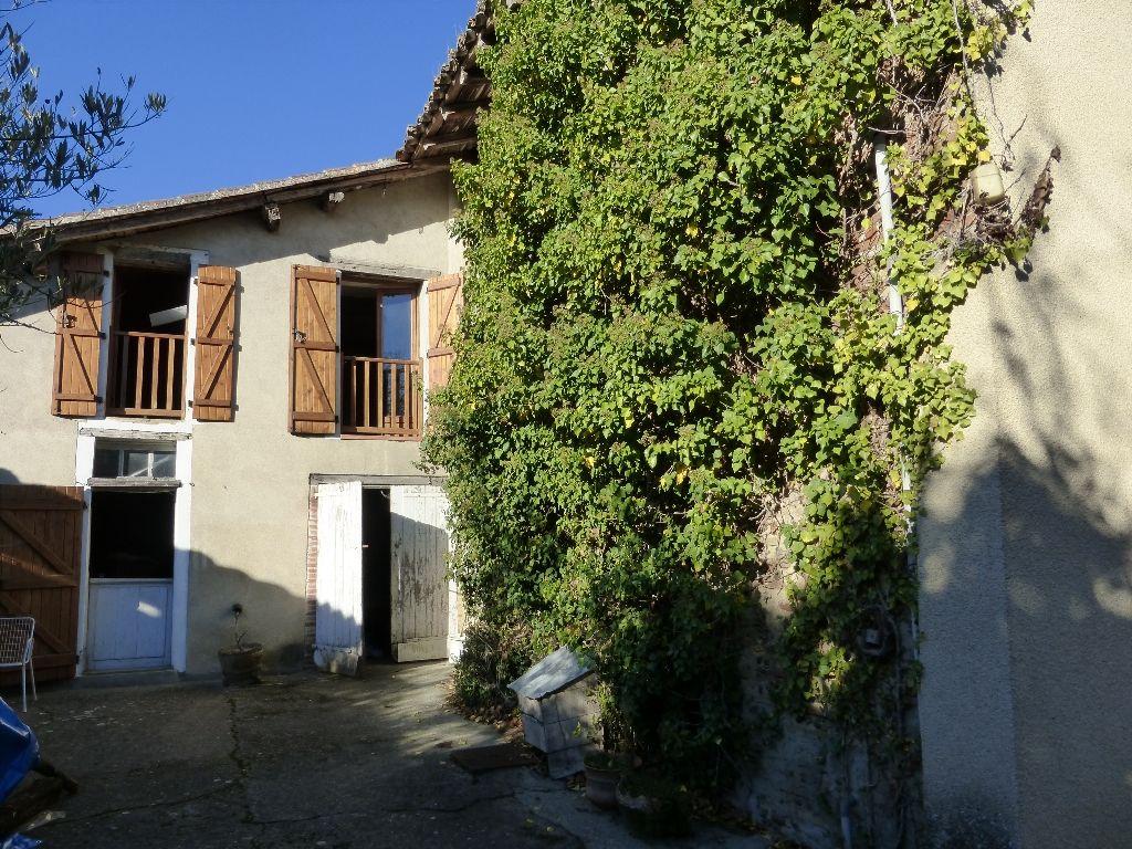 Savenès, maison de 192 m2 avec jardin et dépendances