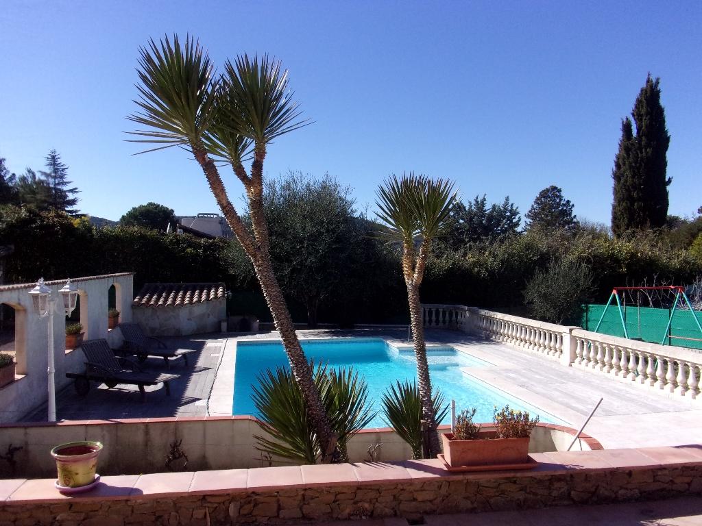 Le Beausset, belle maison avec piscine et grand garage sur 1200 m2 de jardin