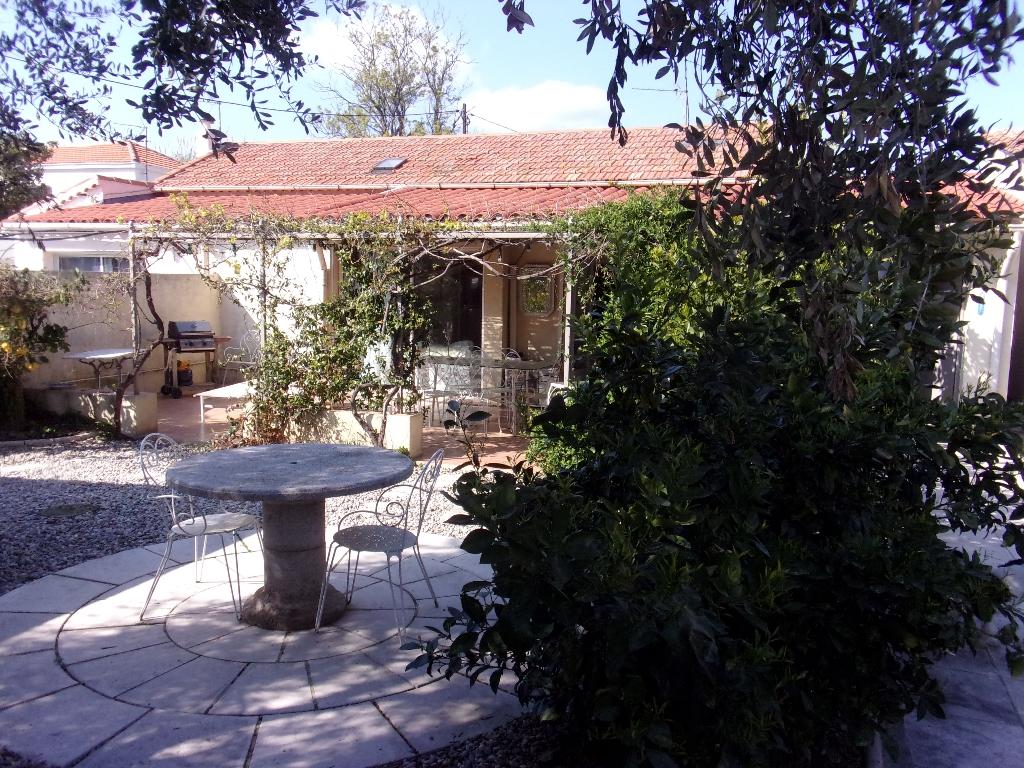 Les Sablettes, maison de type 3 de plein pied avec jardin au calme