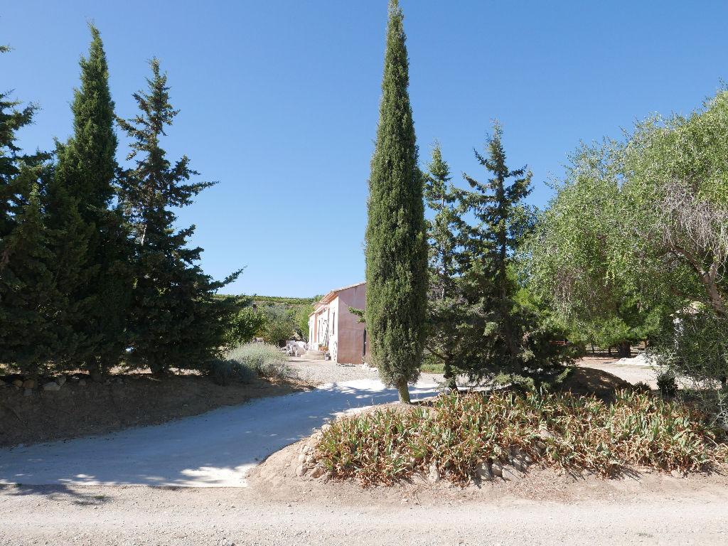 Villa à Peyriac de mer dans zone naturelle .  De plein pied avec garage, sans nuissances  et sans vis à vis sur terrain de 7605