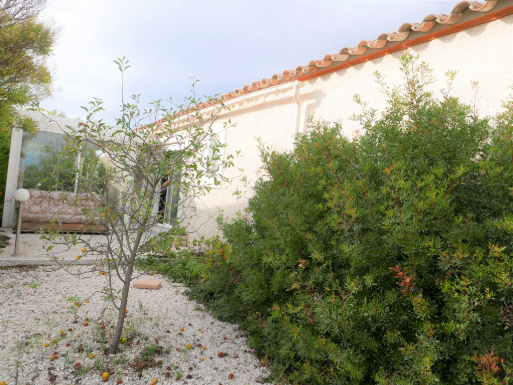 Vue sur la nature, dans l'intimité, belle prestation villa T 4 avec garage carrelé, spacieux salon, véranda  HG  avec toit ouvrant, sur terrain clos sans vis à vis