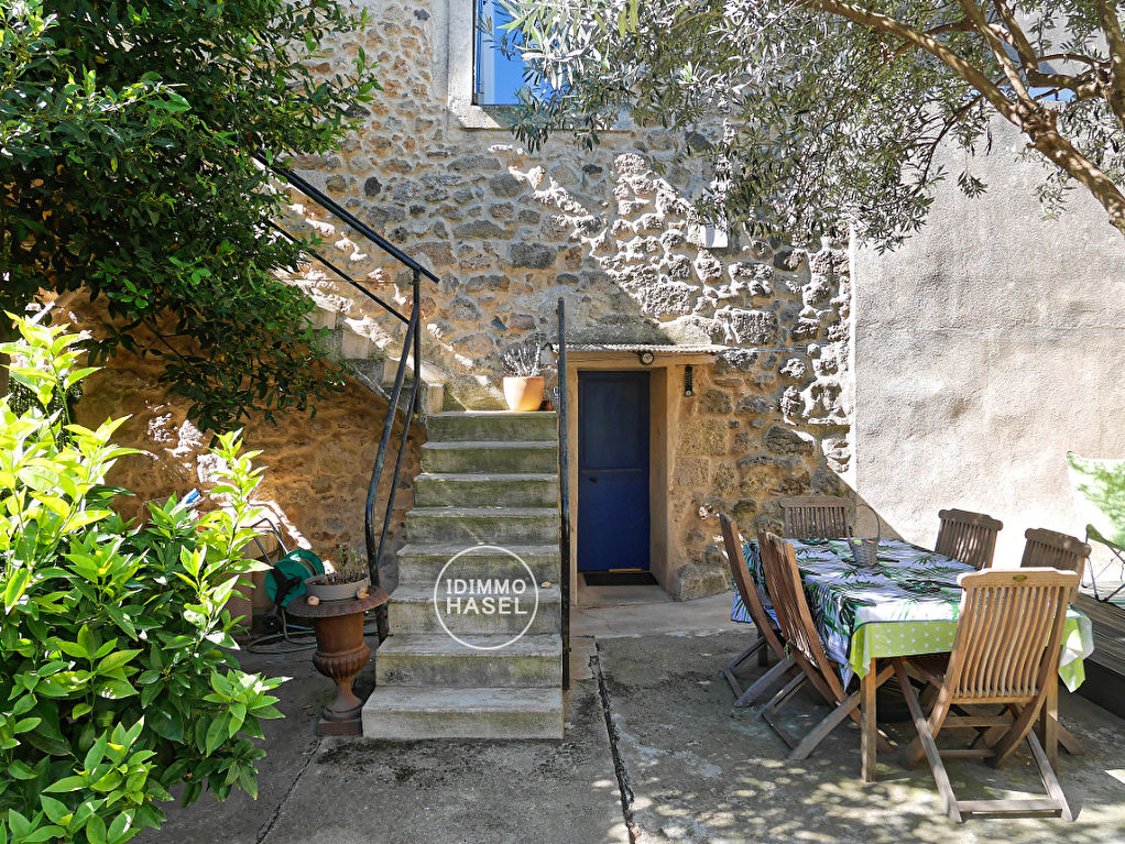 Pomérols, centre historique, maison de village avec jardin, piscine et grand garage