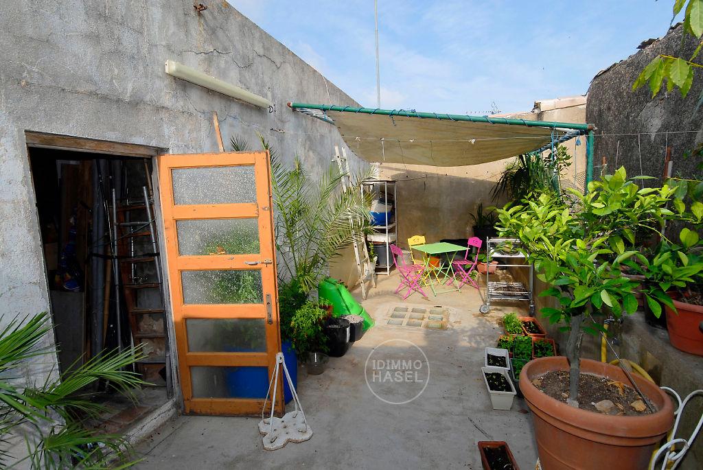 Maison de village T5 de 125 m² avec terrasse et atelier.