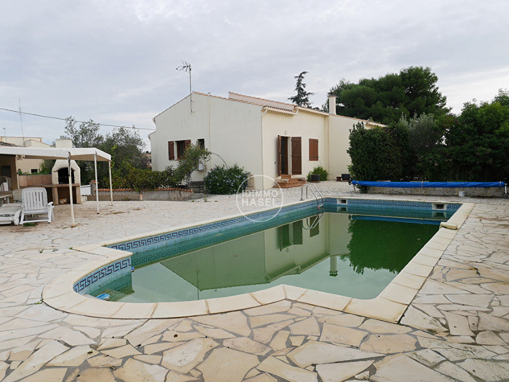 Superbe villa 4 faces T 6 avec grand garage, terrasses, piscine, pool house.