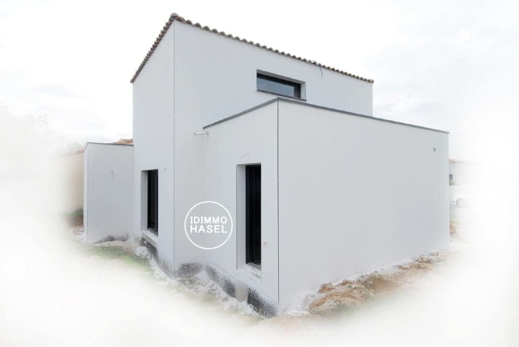 Villa neuve, indépendante, avec jardin et garage.