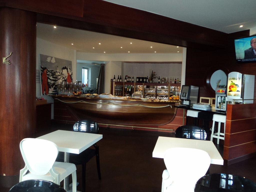 LORIENT Hotel 28 Chambres + F4 rénové avec goût !