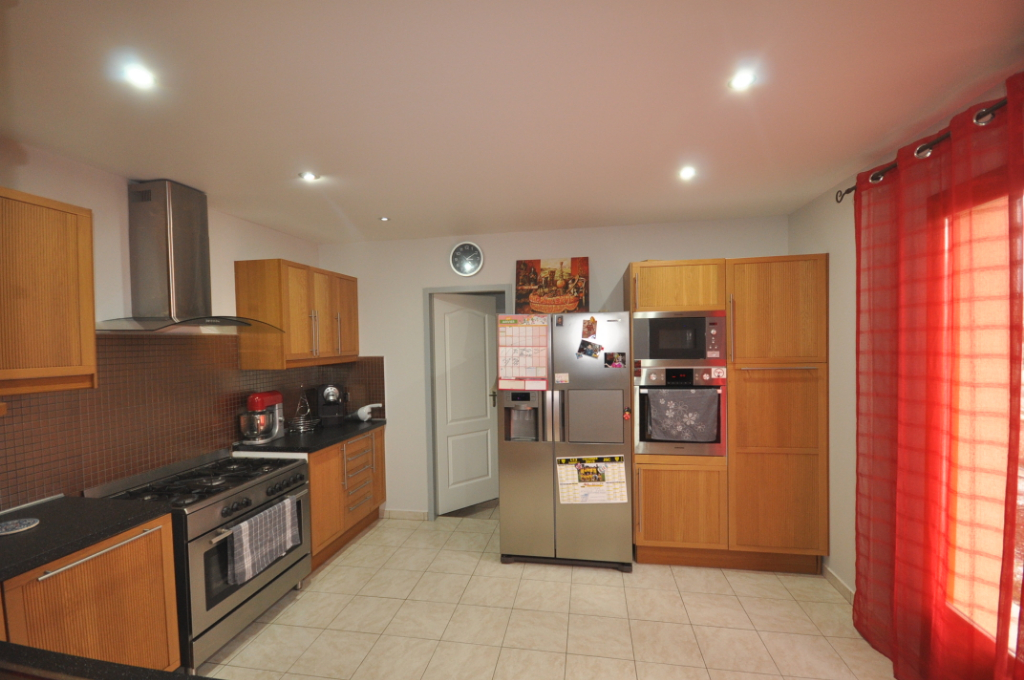 AUTERIVE-Maison 6 pièce(s) 130 m2