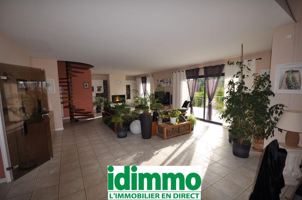 CANET EN ROUSSILON Proche-Villa 5 pièce(s) 240 m2
