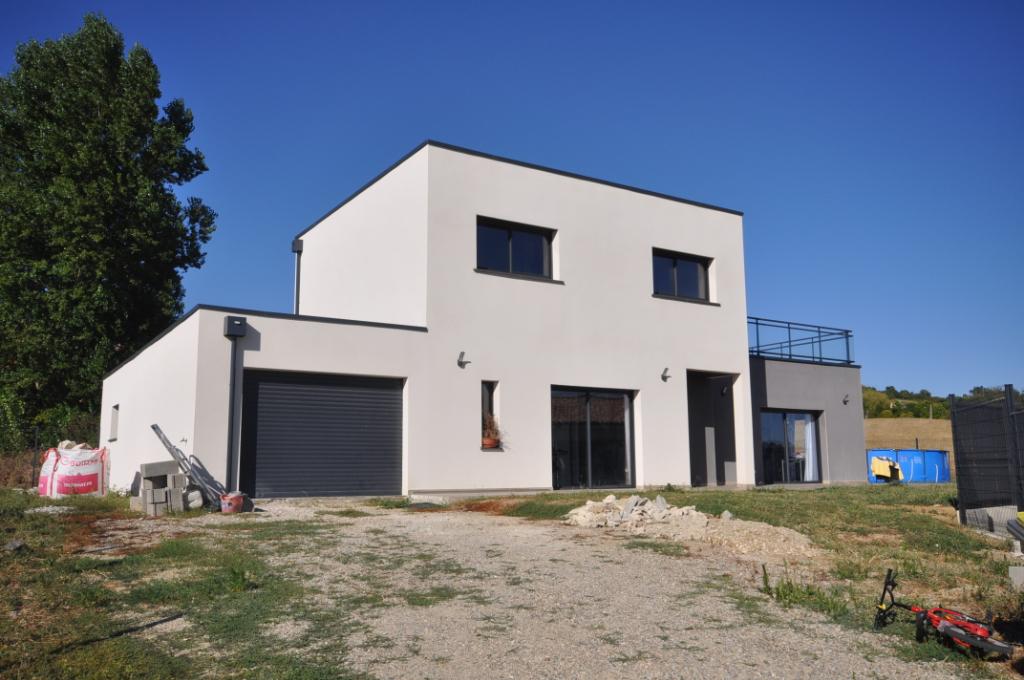 VENERQUE-Maison 5 pièce(s) 140 m2