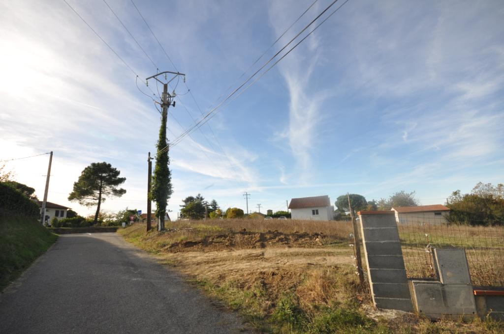 AUTERIVE-Terrain 7700 m2 constructible