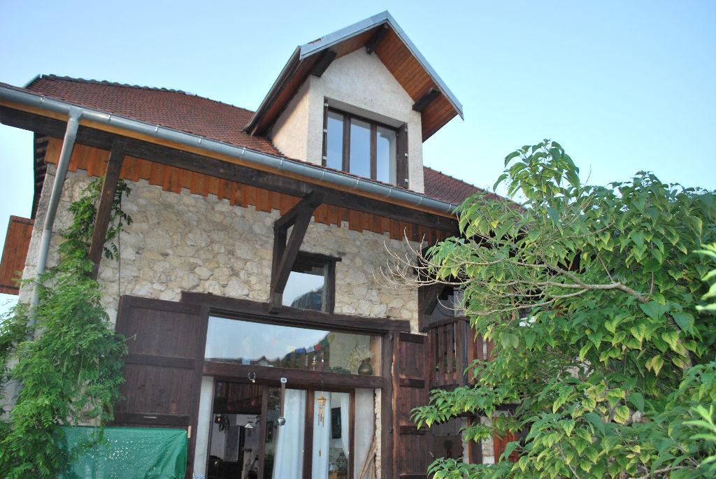 charmante maison en pierre au calme