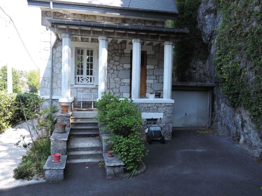 maison debut 1900 trés atipyque 2000 m²  de terrain