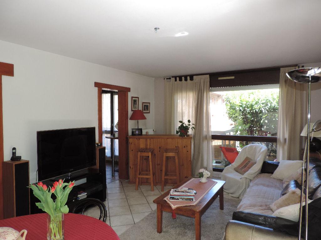 appartement T3 70 m² au RDC avec deux terrasses et balcon