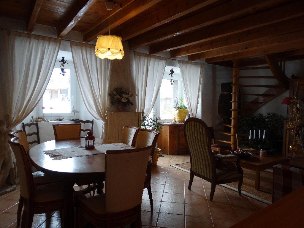 Maison de village en pierre, 120 m2 habitables à 10 km du lac du Bouchet