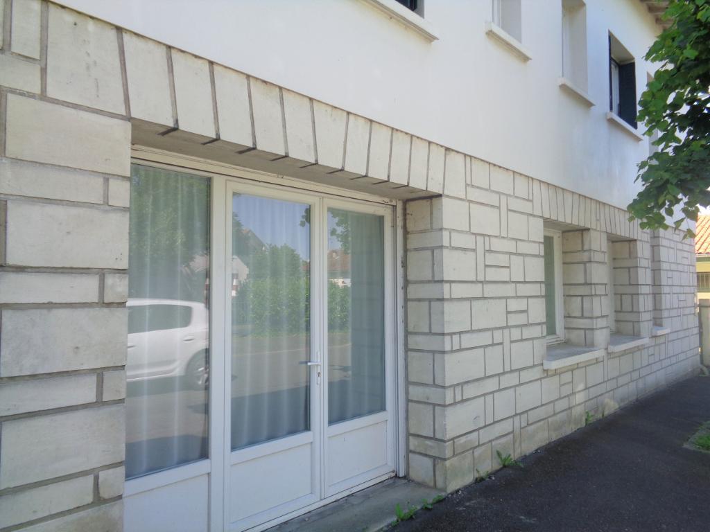 JONZAC - Ensemble comprenant 3 appartements
