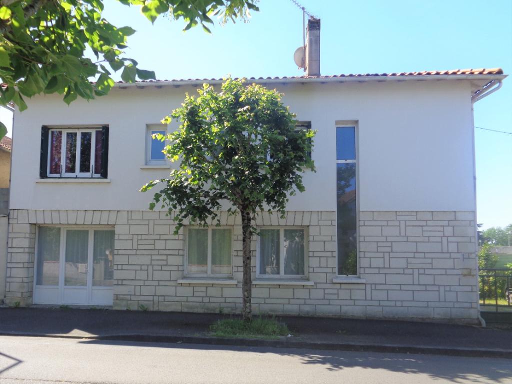 JONZAC, belle maison familiale