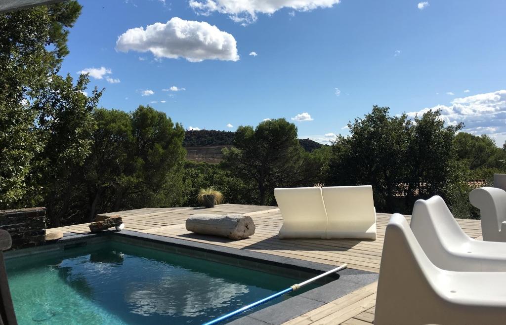 Villa 120 m² avec piscine et son gîte de 80 m² + piscine sur 3000 m² de terrain