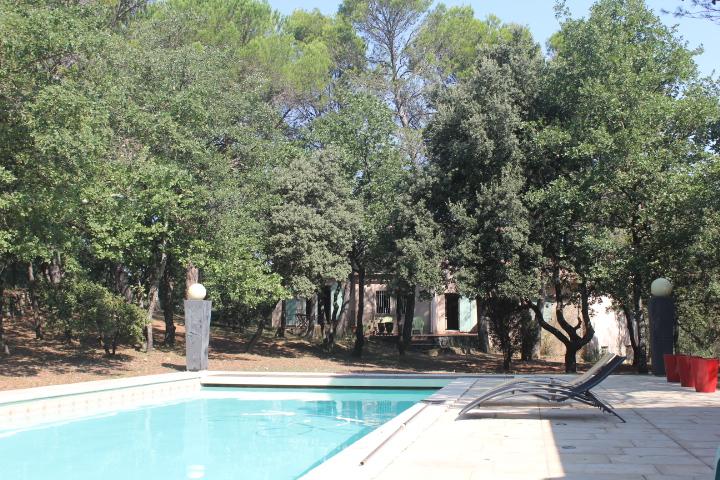 Villa Provençale 160 m2 4 chambres piscine 10x5m sur terrain clos de 2605m2