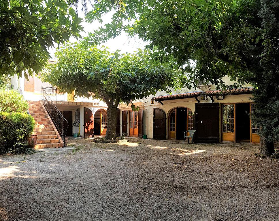 VILLA 250 m² PROCHE CENTRE VILLE