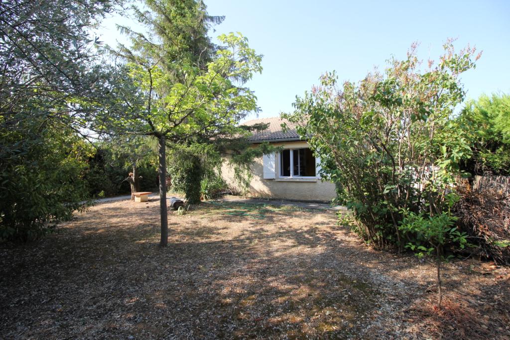 Villa 95 m2 de plain pied 3 chambres, garage 20m2 , terrain 434m2 clôturé.