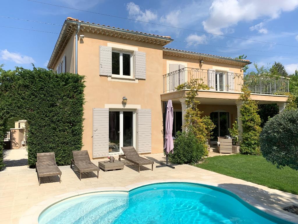 Villa 5 chambres et terrain de 1200 m² - piscine et jacuzzi
