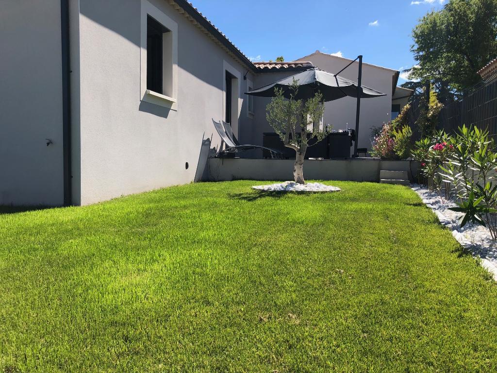 Villa neuve plain pied 96m2 3 chambres + garage avec terrain de 400m2