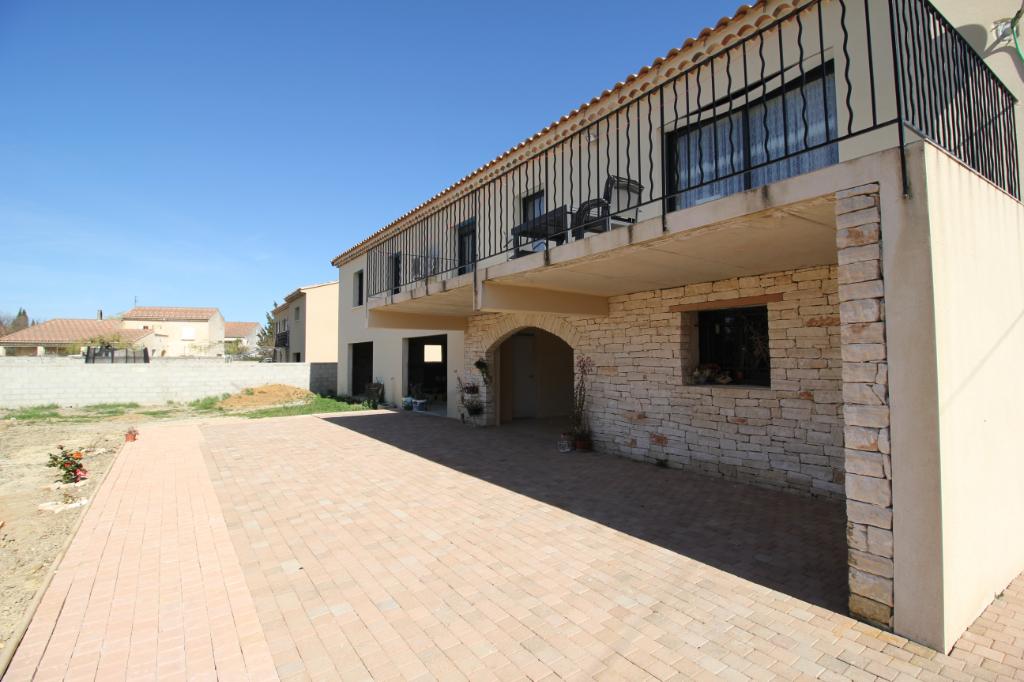 Maison 148m2 , 4 chambres+ 100 m2 de dépendances, sur terrain de 900m2