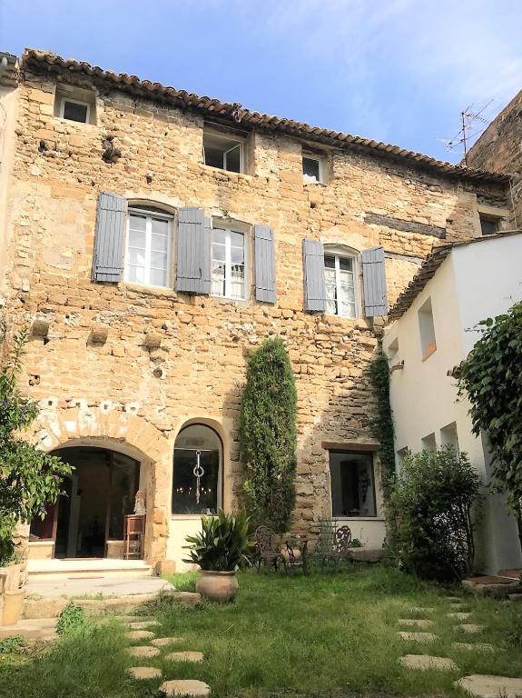 Maison de village : 200 m², 4 chambres, terrain de 100 m² - charme et authenticité