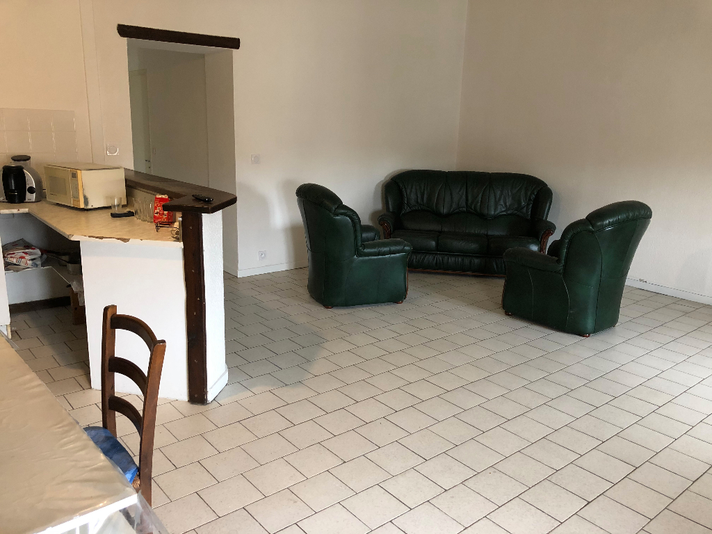 Appartement T4 de 81 m2 au centre de Jonquières