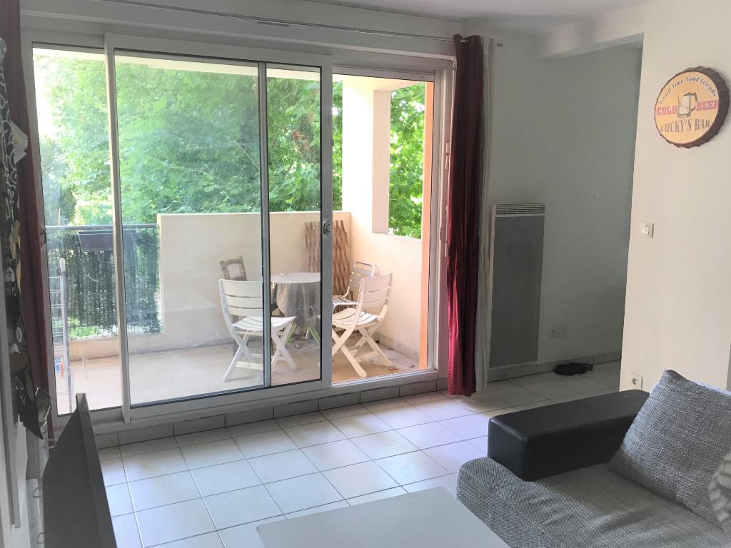 Appartement 2 pièces 34 m² + terrasse + parking, dans résidence calme et sécurisée
