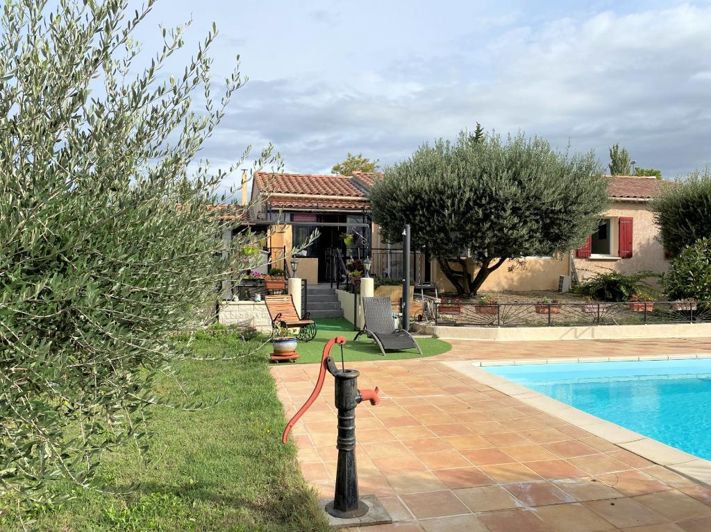 Villa 5 pièces, 3 chambres, piscine et atelier terrain de 1050 m²