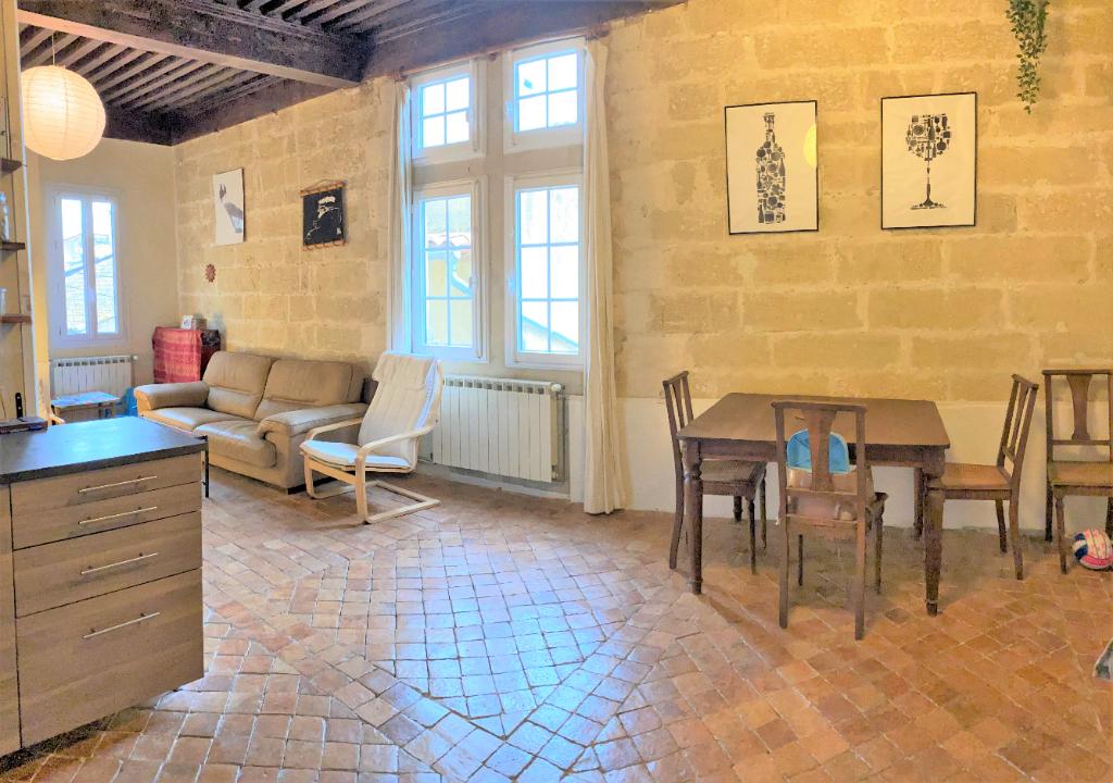 Maison  de village 6 pièces, 3 chambres, 95 m², jardinet et stationnement