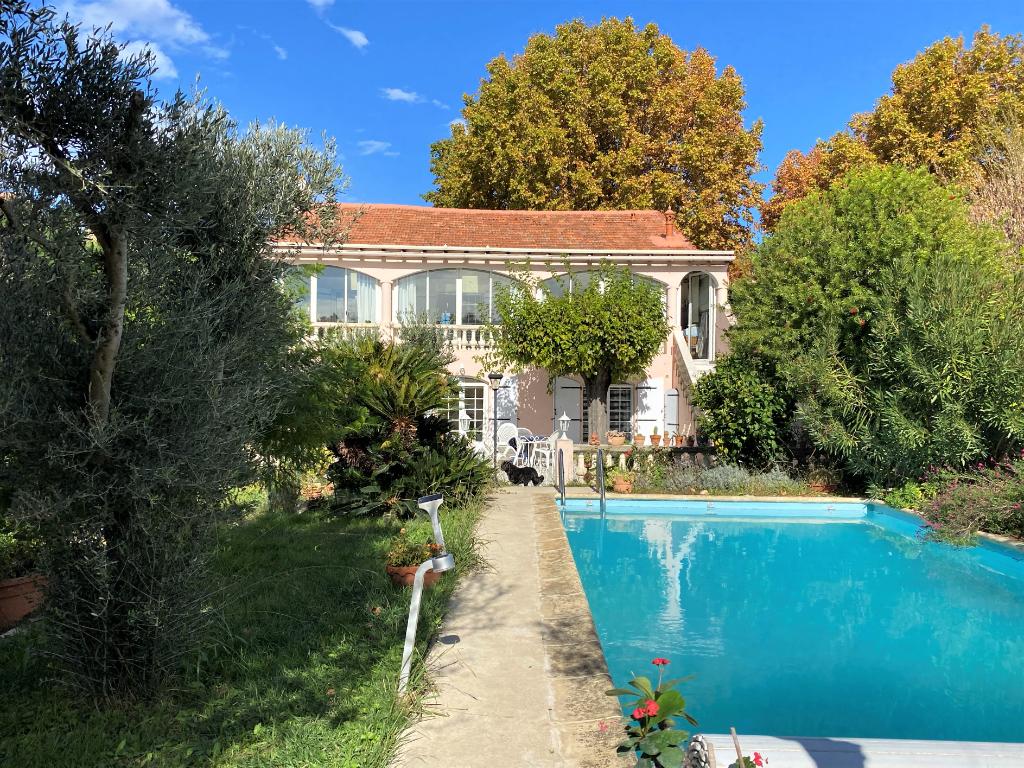 Maison 218 m², 4 chambres, avec jardin, piscine et atelier