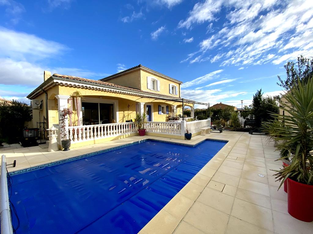 Maison contemporaine 6 pièce(s) 130 m2 avec piscine