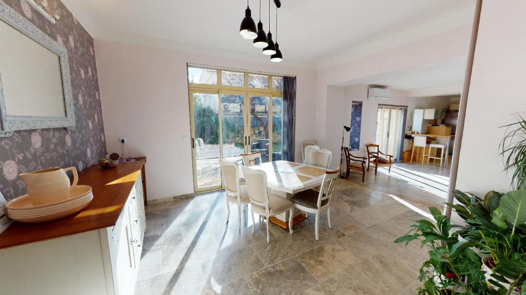 Maison Orange 10 pièce(s) 200 m2