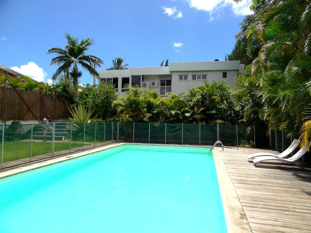 IDIMMO : Ste Clotilde clinique, villa T9  avec piscine sur terrain 1140m²  !