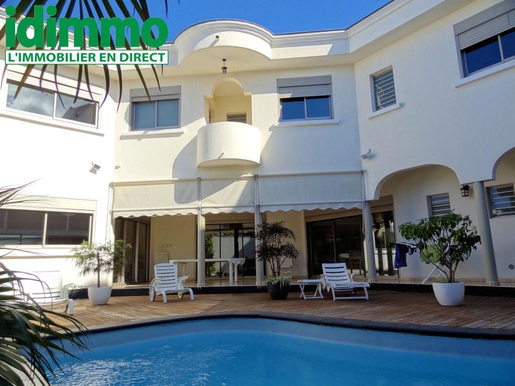 IDIMMO : St Denis centre, villa T5 d'exception avec piscine !