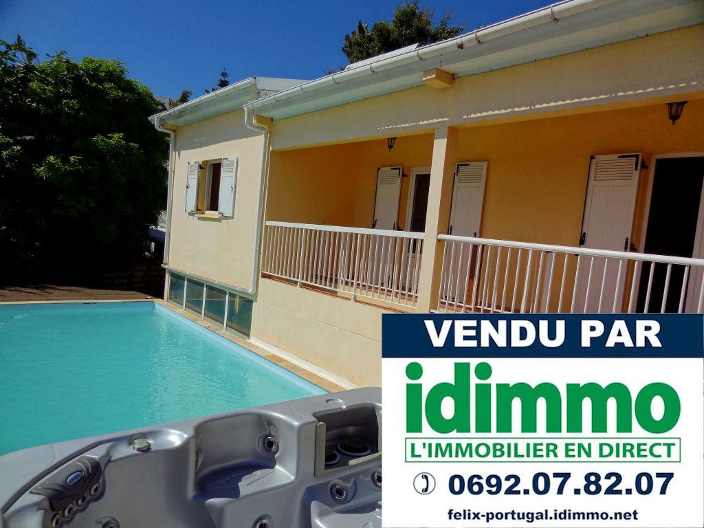 DÉJÀ VENDU par IDIMMO:  Ste Clotilde BDN, villa t5/6 244m² avec piscine et vue mer !