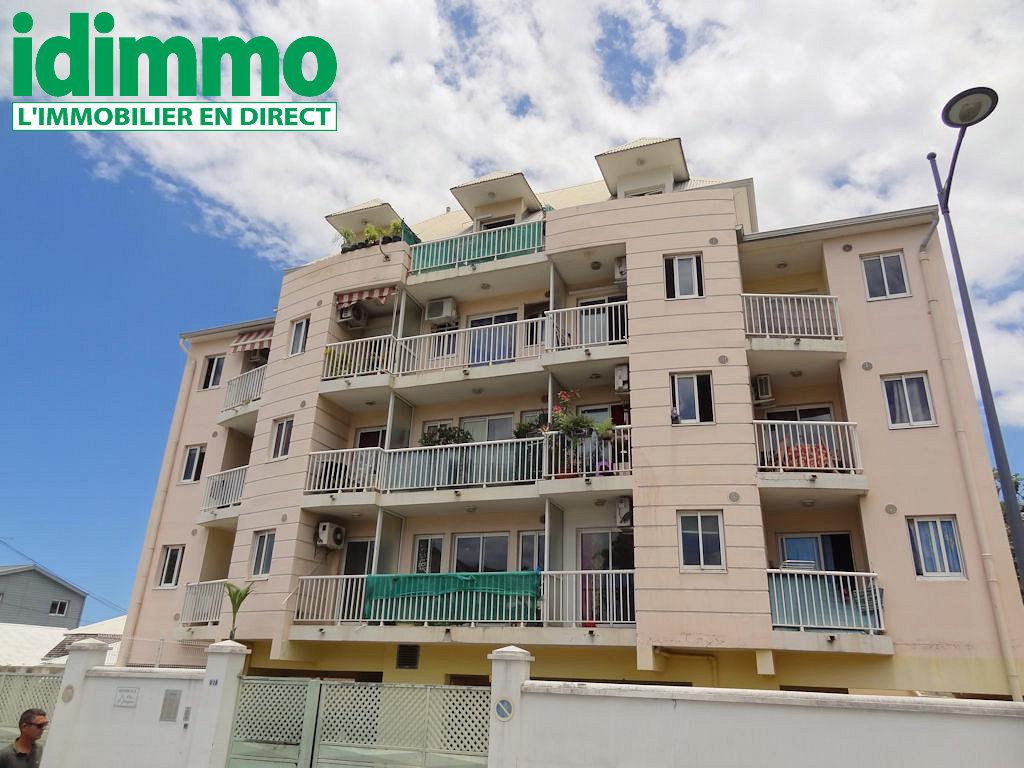 IDIMMO: St Denis Centre, Appt T1 26m² SU, dernier étage, balcon et vue mer !
